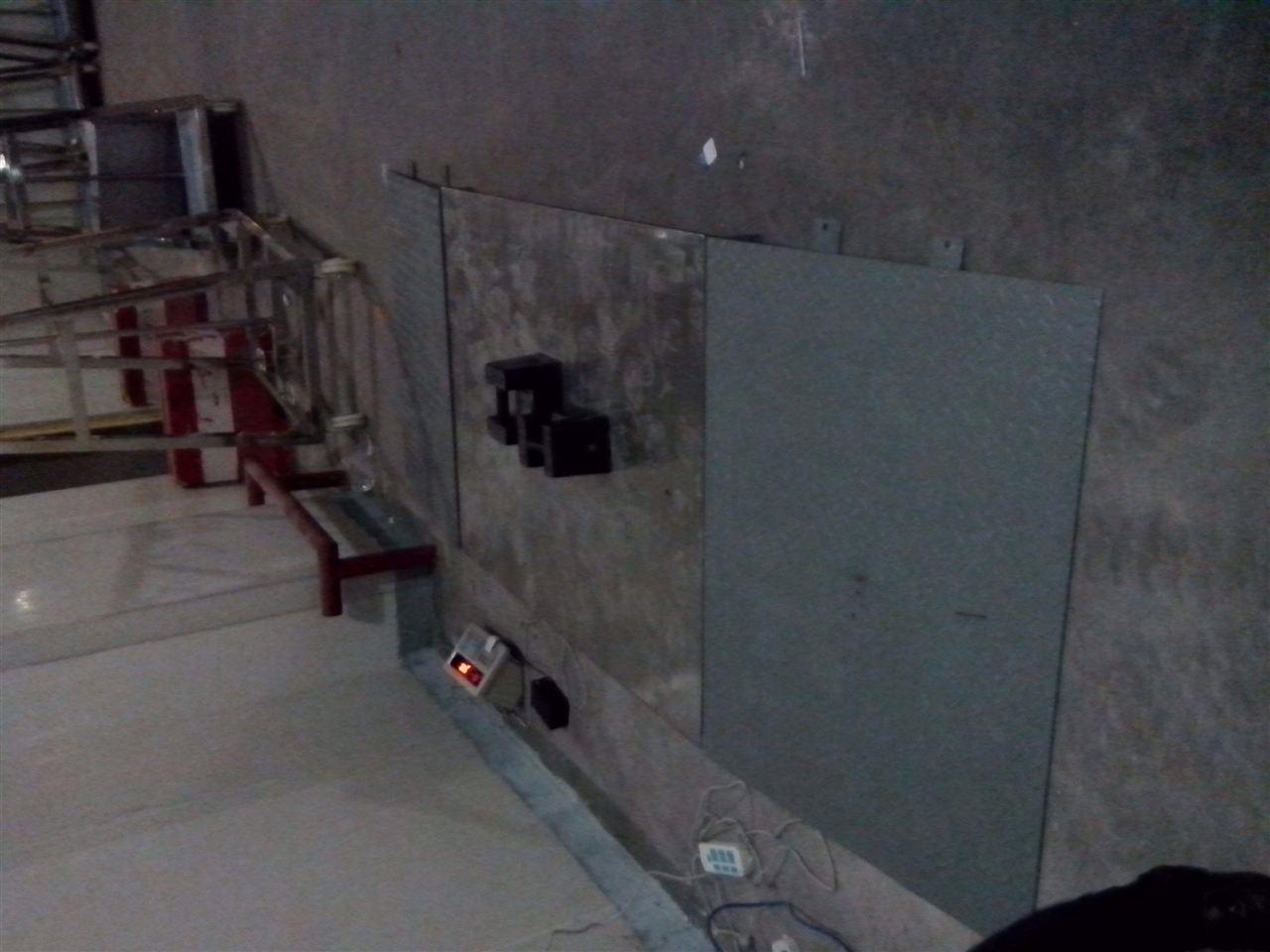 台面材质为整体碳钢,可选花纹板或不锈钢 7.